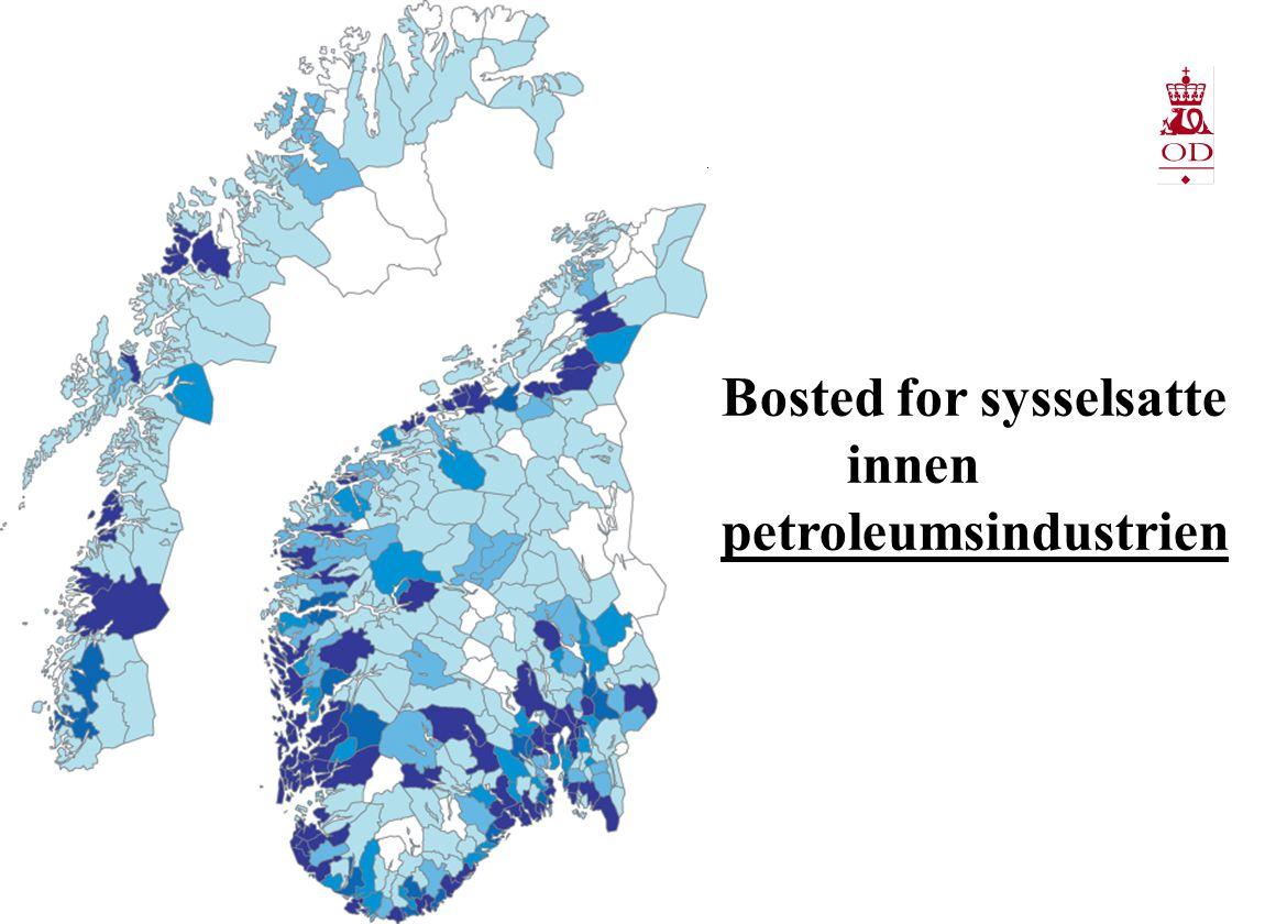 Historiske investeringer  Utbygging av store felt  70 og 80 tallet i hovedsak Nordsjøen, siden gradvis lenger nord  Produksjonsinnretninger på store felt: Bunnfaste innretninger, Semi, TLP produksjonsskip.
