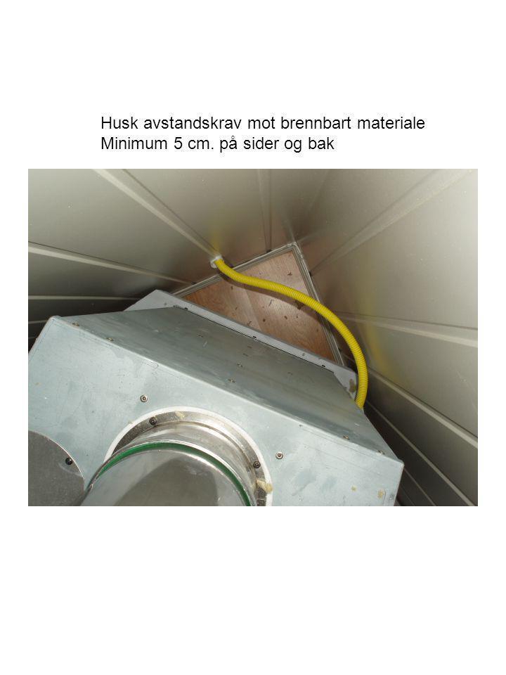 Topplate med utlufting Pusses med fleksibelt flislim, og males