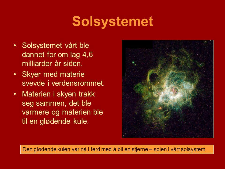 •Solsystemet vårt ble dannet for om lag 4,6 milliarder år siden. •Skyer med materie svevde i verdensrommet. •Materien i skyen trakk seg sammen, det bl