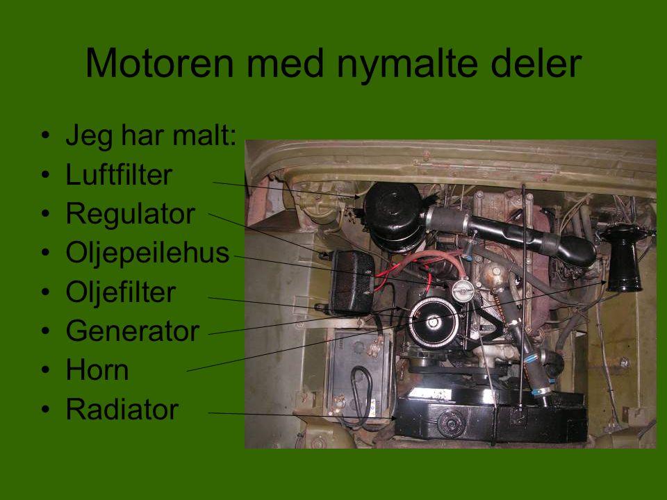 Motoren sett fra venstre og høyre.