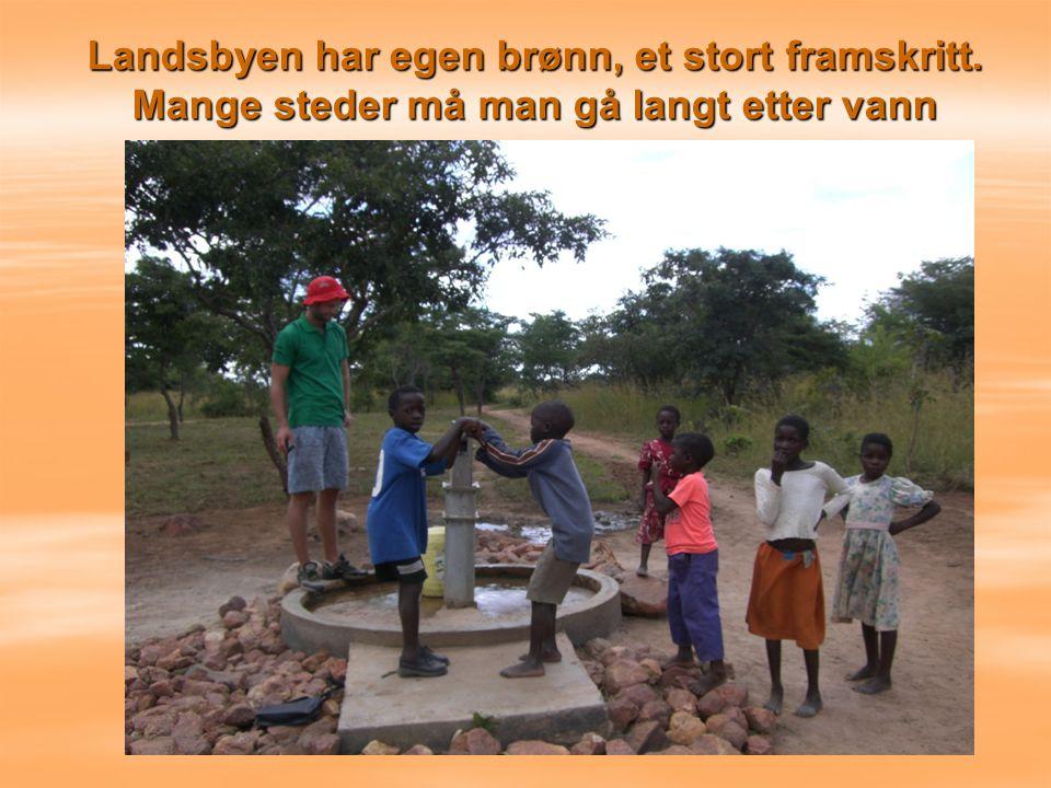 Landsbyen har egen brønn, et stort framskritt. Mange steder må man gå langt etter vann