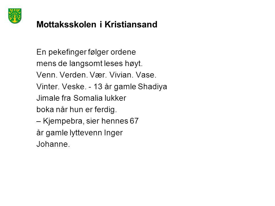 Mottaksskolen i Kristiansand En pekefinger følger ordene mens de langsomt leses høyt.