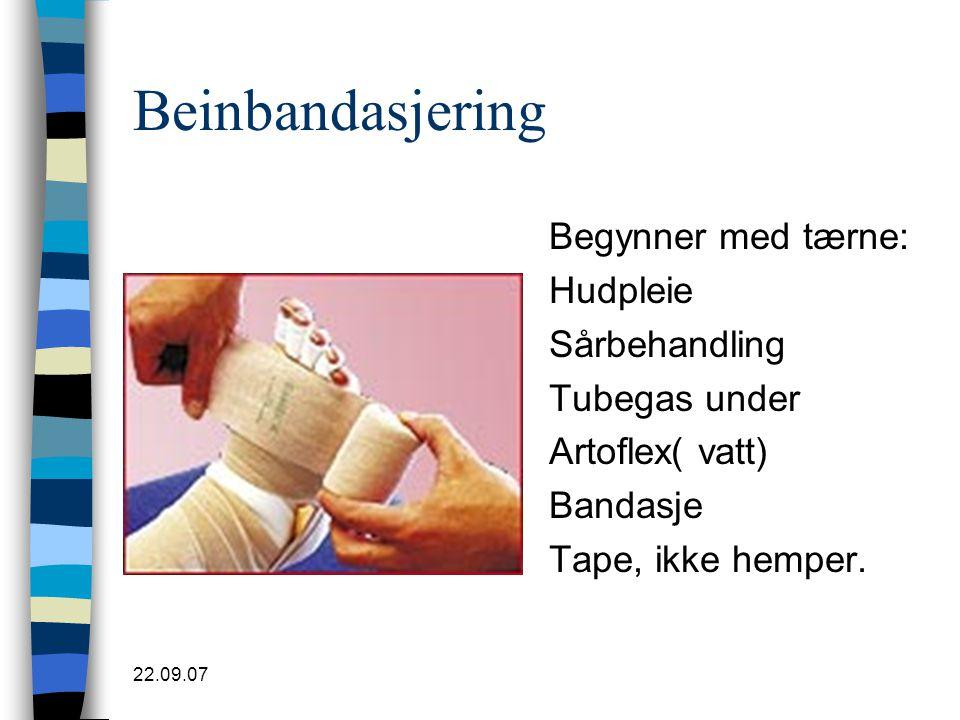 22.09.07 Beinbandasjering Begynner med tærne: Hudpleie Sårbehandling Tubegas under Artoflex( vatt) Bandasje Tape, ikke hemper.