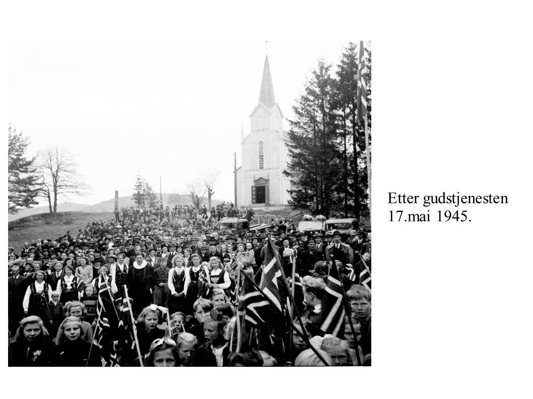 Etter gudstjenesten 17.mai 1945.