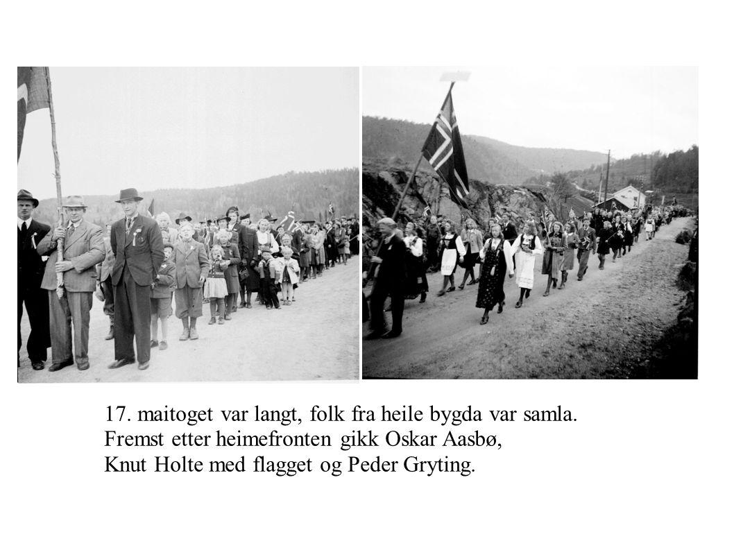 17. maitoget var langt, folk fra heile bygda var samla. Fremst etter heimefronten gikk Oskar Aasbø, Knut Holte med flagget og Peder Gryting.