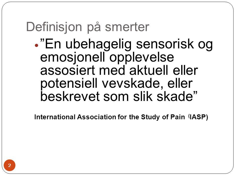 """Definisjon på smerter  """"En ubehagelig sensorisk og emosjonell opplevelse assosiert med aktuell eller potensiell vevskade, eller beskrevet som slik sk"""