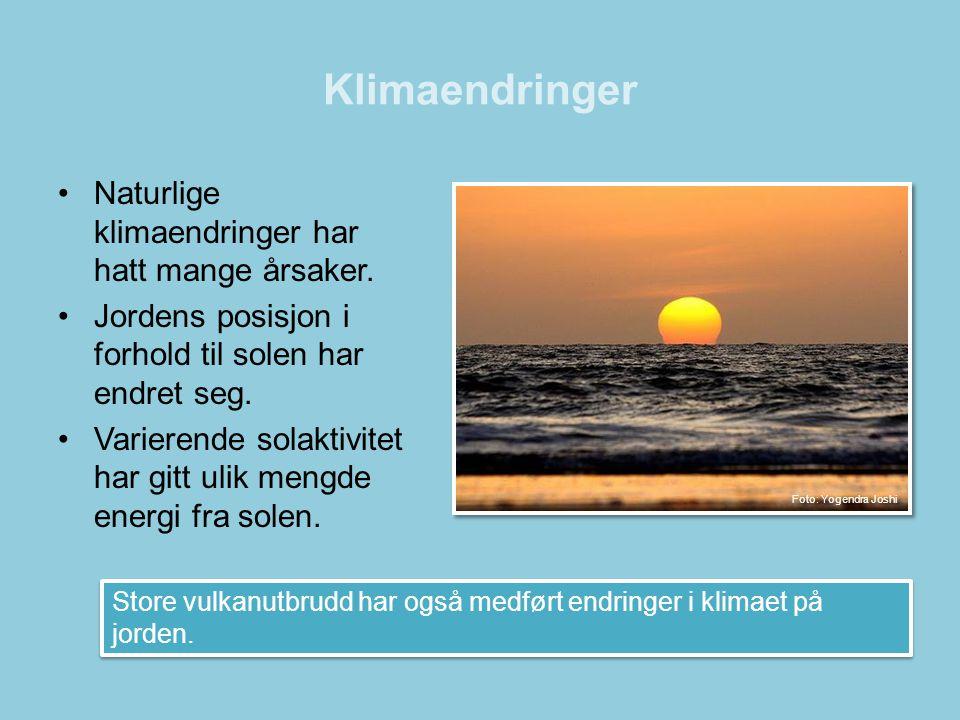 Klimaendringer •Naturlige klimaendringer har hatt mange årsaker. •Jordens posisjon i forhold til solen har endret seg. •Varierende solaktivitet har gi
