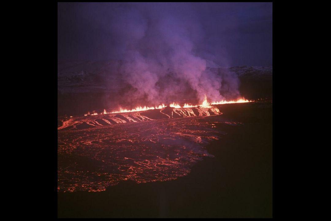Dersom magma hindres i å nå overflaten danner det volumer av forskjellige former inne i skorpen.