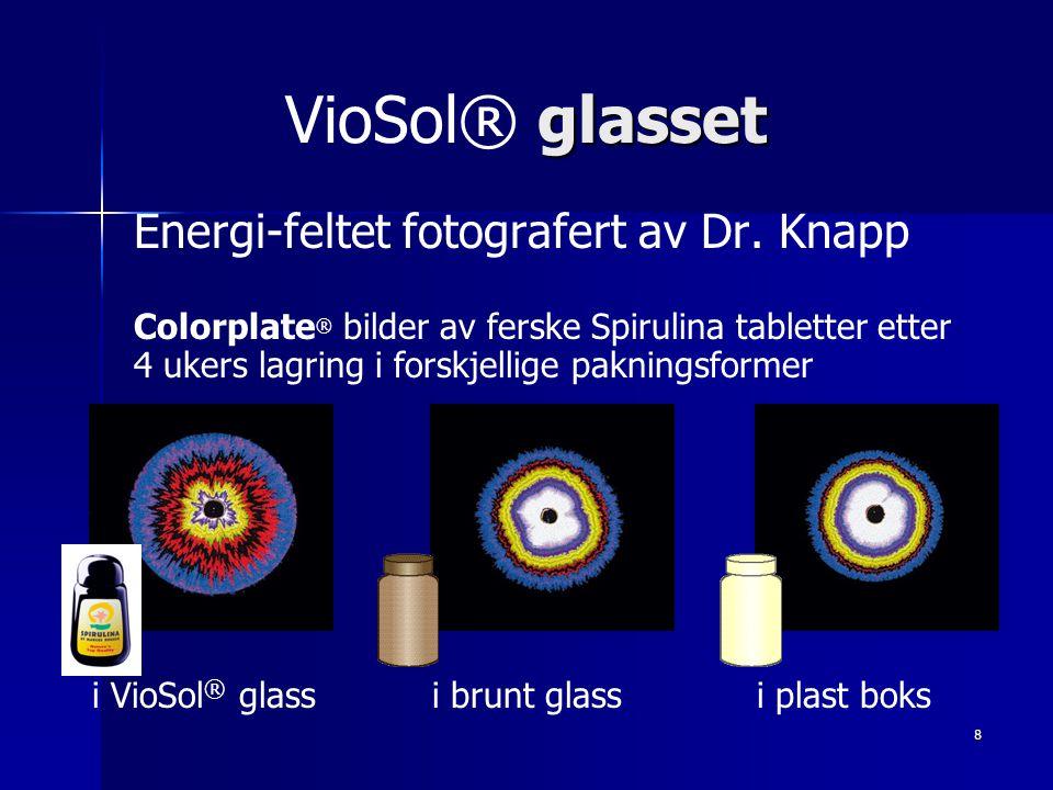 8 glasset VioSol® glasset Energi-feltet fotografert av Dr. Knapp Colorplate ® bilder av ferske Spirulina tabletter etter 4 ukers lagring i forskjellig