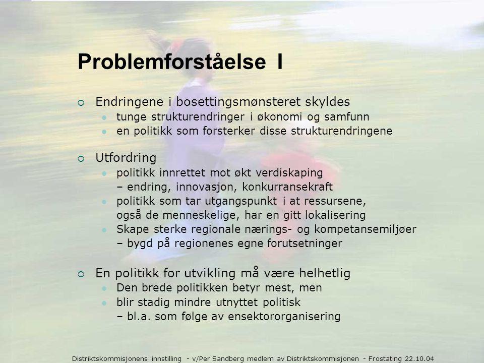 Distriktskommisjonens innstilling - v/Per Sandberg medlem av Distriktskommisjonen - Frostating 22.10.04 Fra fiskeripolitikk til kystutvikling  Større vekt på verdiskapning ved  Økt markedsorientering i alle ledd  Økt vekt på landbasert virksomhet  Nye forvaltnings- og avtaleformer.