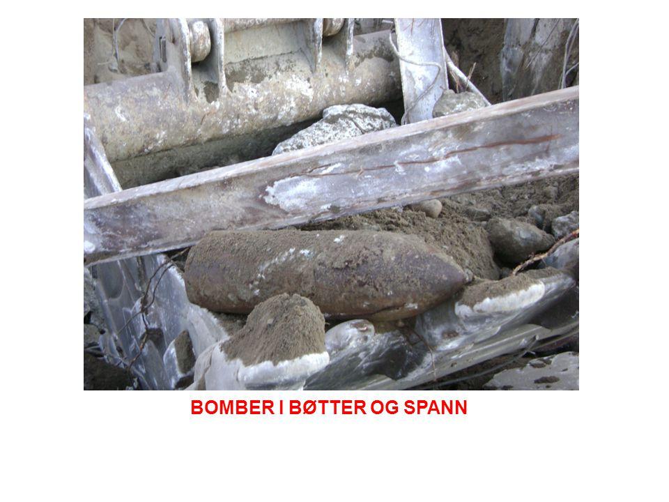 BOMBER I BØTTER OG SPANN