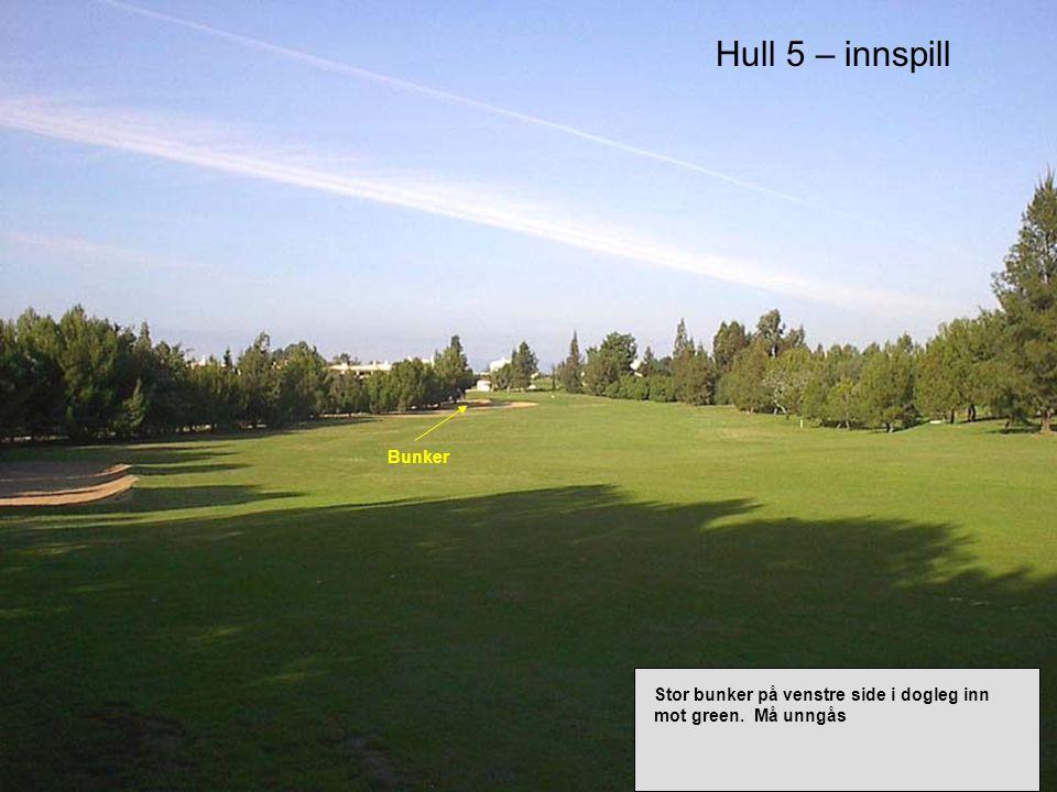 Hull 5 – innspill Stor bunker på venstre side i dogleg inn mot green. Må unngås Bunker