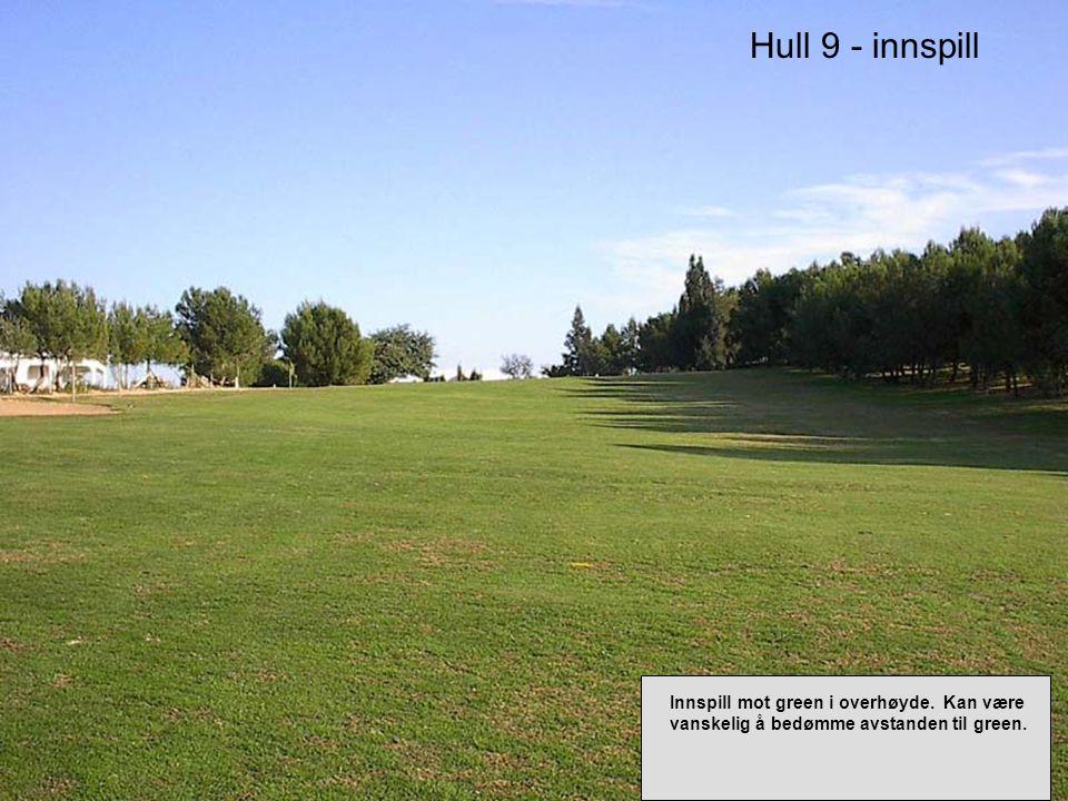 Hull 9 - innspill Innspill mot green i overhøyde. Kan være vanskelig å bedømme avstanden til green.