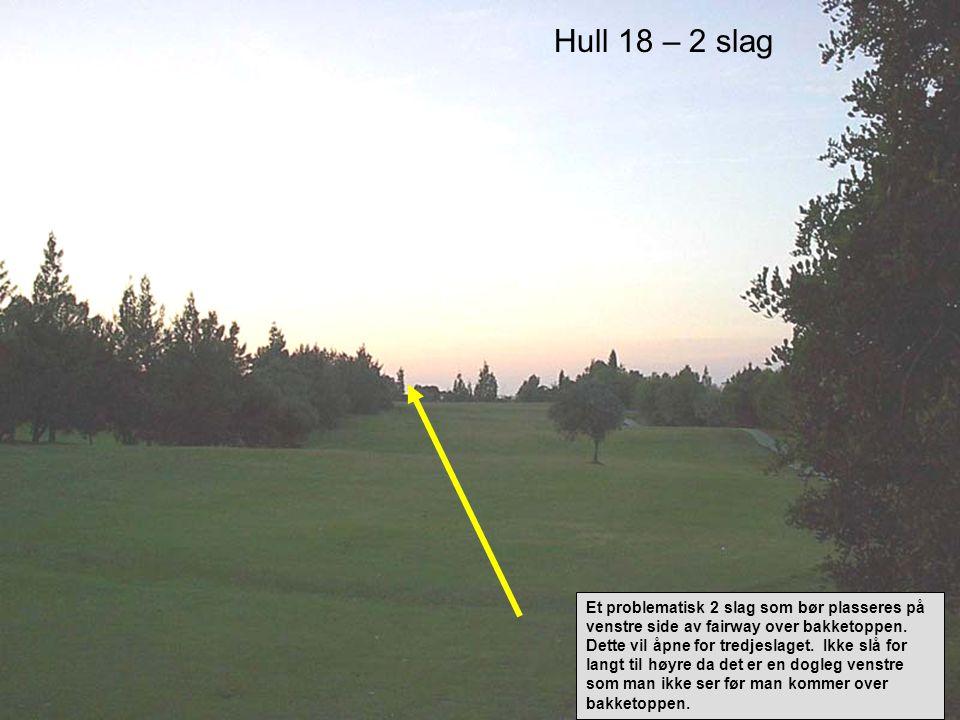 Hull 18 – 2 slag Et problematisk 2 slag som bør plasseres på venstre side av fairway over bakketoppen.