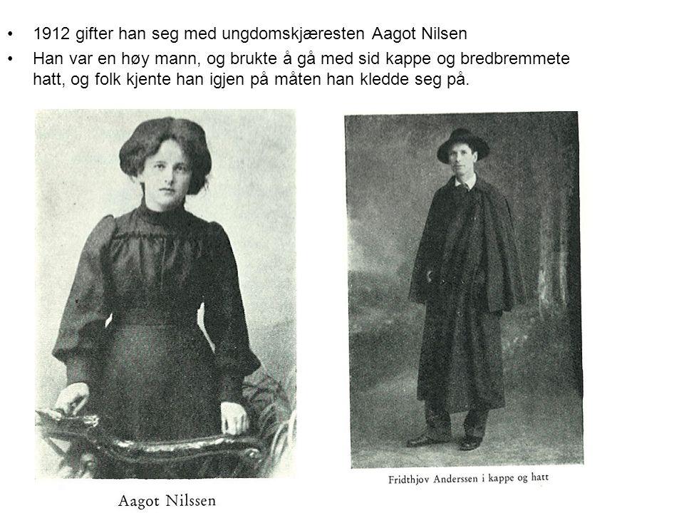 •1912 gifter han seg med ungdomskjæresten Aagot Nilsen •Han var en høy mann, og brukte å gå med sid kappe og bredbremmete hatt, og folk kjente han igjen på måten han kledde seg på.