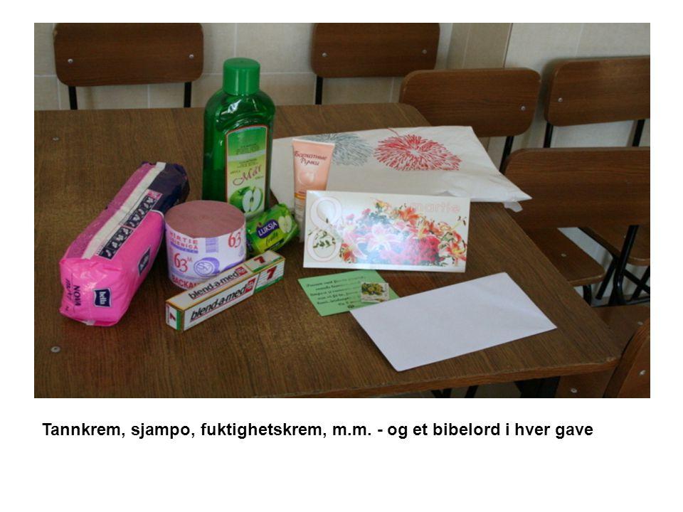 Tannkrem, sjampo, fuktighetskrem, m.m. - og et bibelord i hver gave