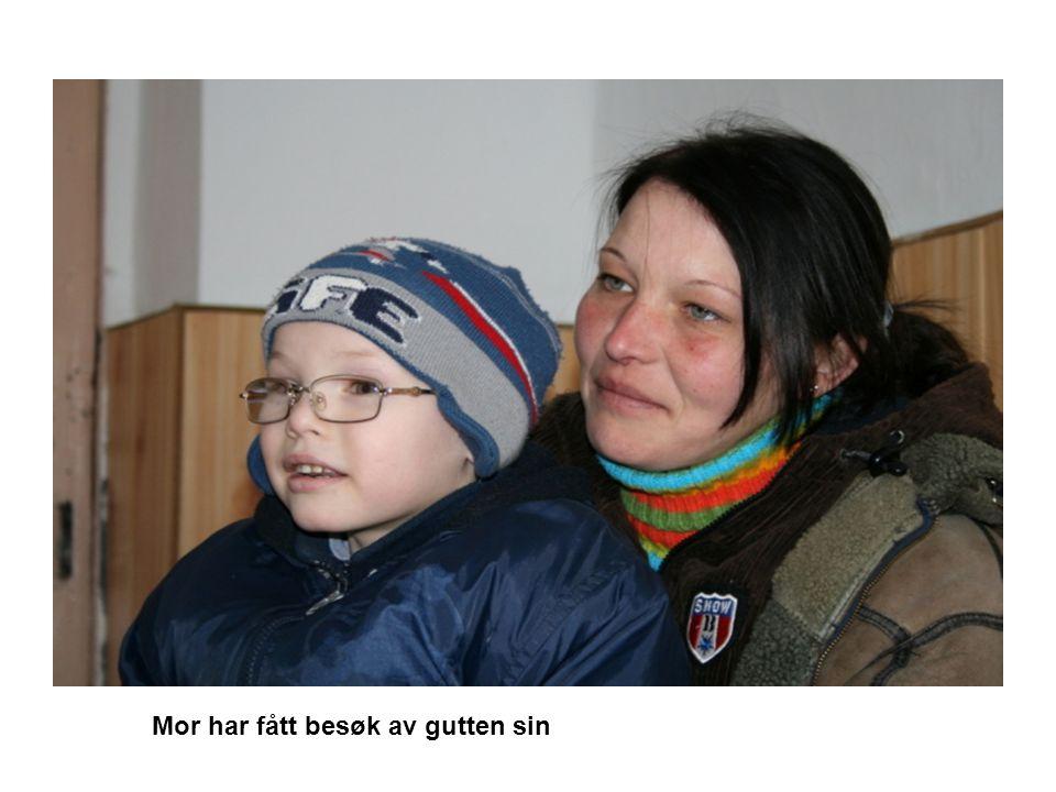 Mor har fått besøk av gutten sin