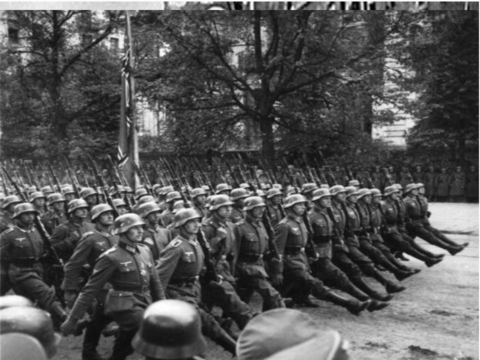  1933: Hitler blir utnevnt til rikskansler (statsminister)  I løpet av få måneder med terror, gatekamper og demonstrasjoner klarte han erverve seg a