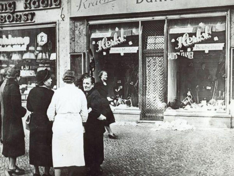 Jødeforfølgelse  1933: Myndighetene boikottet alle forretninger eid av jøder  Jøder som arbeidet i stat og kommune mistet jobben  1935: Nürnberg-lo
