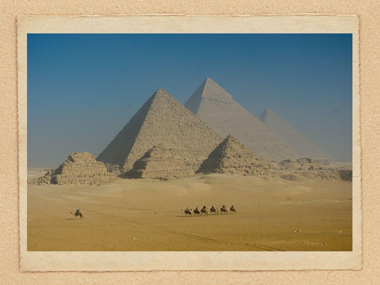 De mest kjente er Pyramidene ved Giza, utenfor Kairo.
