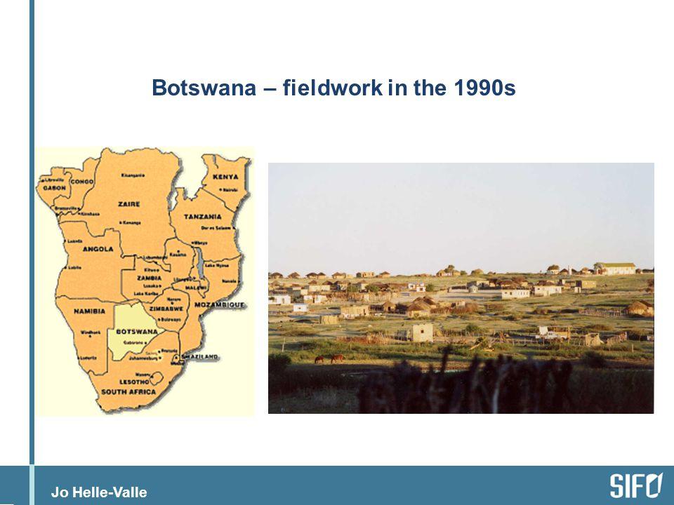 Jo Helle-Valle Letlhakeng - feltarbeid Approx 4000 inhabitants Way into the Kalahari Populated by Kgalagadi people