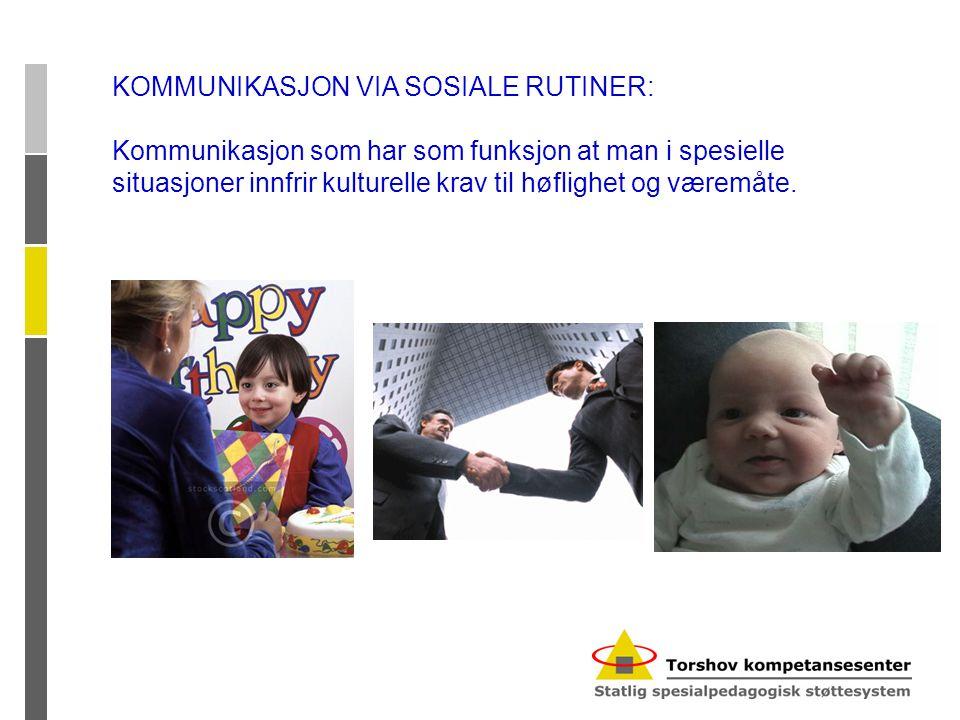 KOMMUNIKASJON VIA SOSIALE RUTINER: Kommunikasjon som har som funksjon at man i spesielle situasjoner innfrir kulturelle krav til høflighet og væremåte