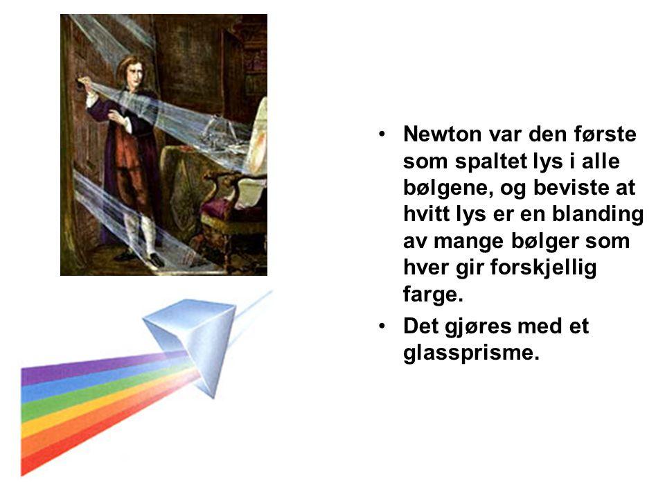 •Newton var den første som spaltet lys i alle bølgene, og beviste at hvitt lys er en blanding av mange bølger som hver gir forskjellig farge. •Det gjø
