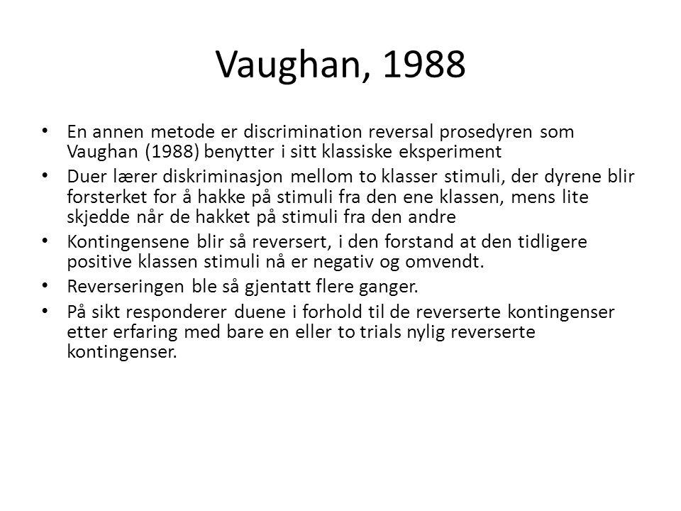 Vaughan, 1988 • En annen metode er discrimination reversal prosedyren som Vaughan (1988) benytter i sitt klassiske eksperiment • Duer lærer diskrimina