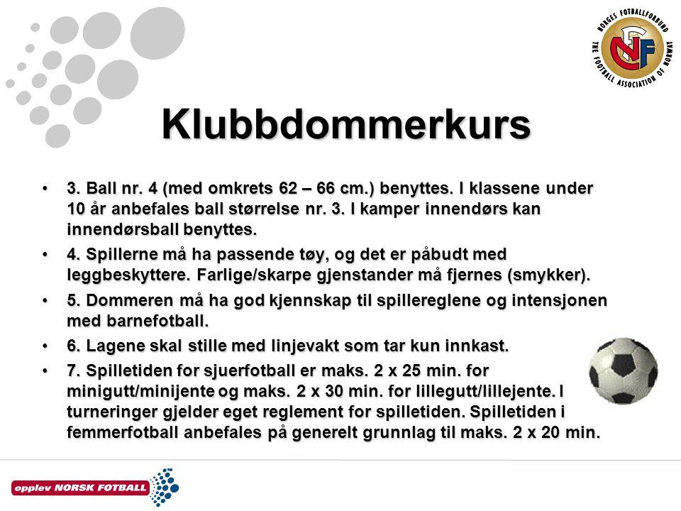 Klubbdommerkurs 3. Ball nr. 4 (med omkrets 62 – 66 cm.) benyttes. I klassene under 10 år anbefales ball størrelse nr. 3. I kamper innendørs kan innend