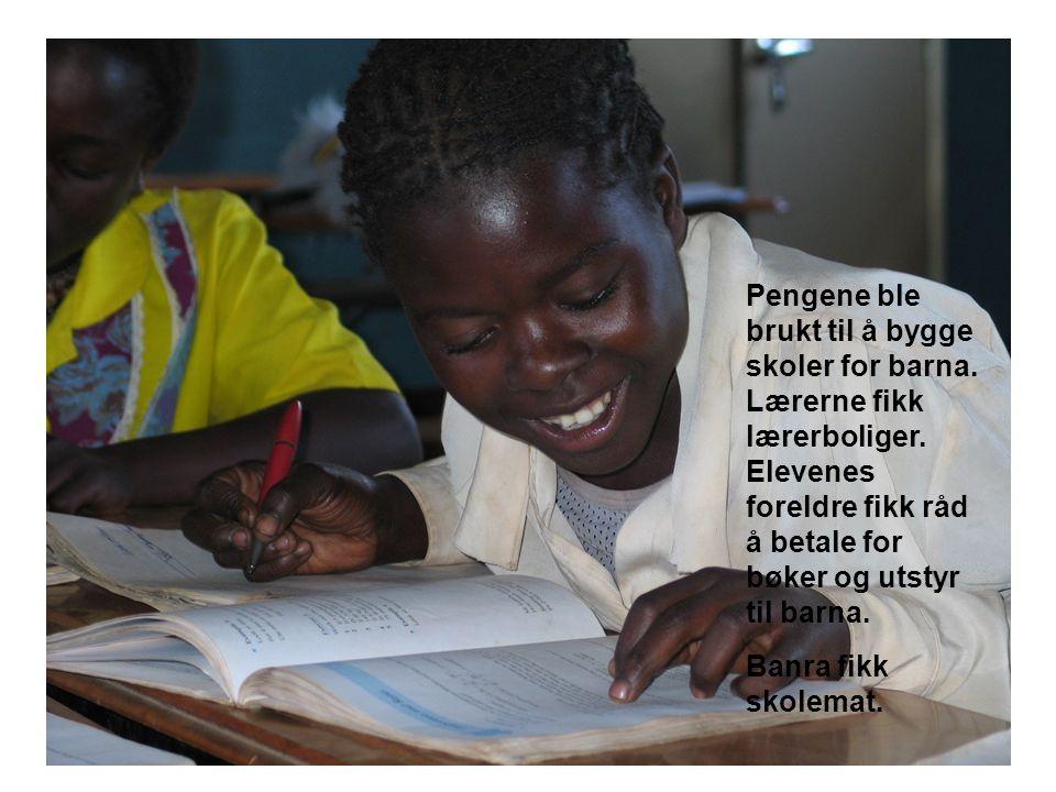 Pengene ble brukt til å bygge skoler for barna. Lærerne fikk lærerboliger.