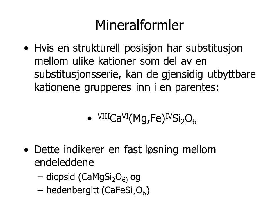 Mineralformler Hvis en strukturell posisjon har substitusjon mellom ulike kationer som del av en substitusjonsserie, kan de gjensidig utbyttbare katio