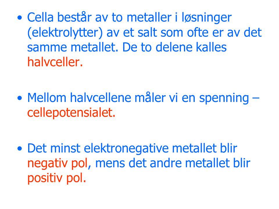 Cella består av to metaller i løsninger (elektrolytter) av et salt som ofte er av det samme metallet. De to delene kalles halvceller. Mellom halvcelle
