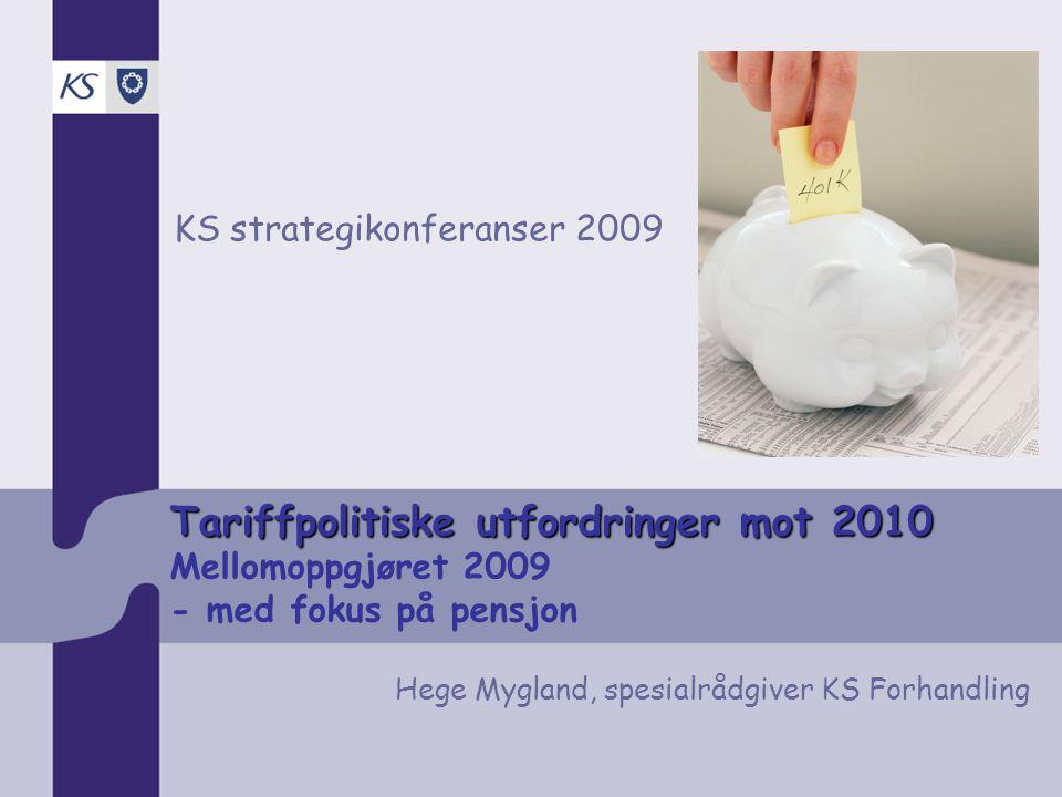 Tariffpolitiske utfordringer mot 2010 Tariffpolitiske utfordringer mot 2010 Mellomoppgjøret 2009 - med fokus på pensjon KS strategikonferanser 2009 Hege Mygland, spesialrådgiver KS Forhandling