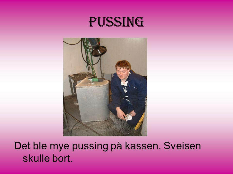Pussing Det ble mye pussing på kassen. Sveisen skulle bort.