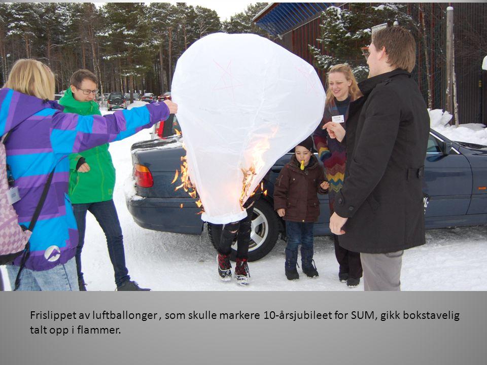 Frislippet av luftballonger, som skulle markere 10-årsjubileet for SUM, gikk bokstavelig talt opp i flammer.