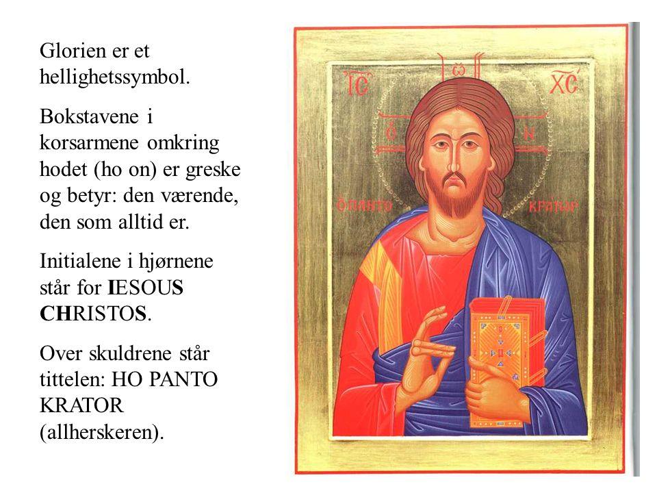 Glorien er et hellighetssymbol. Bokstavene i korsarmene omkring hodet (ho on) er greske og betyr: den værende, den som alltid er. Initialene i hjørnen