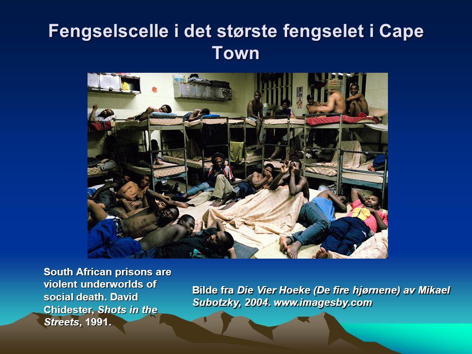 Fengselscelle i det største fengselet i Cape Town Bilde fra Die Vier Hoeke (De fire hjørnene) av Mikael Subotzky, 2004. www.imagesby.com South African