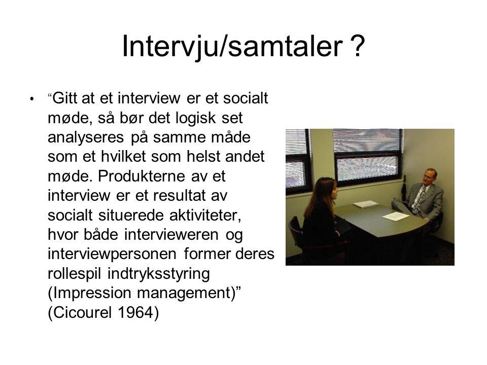 """Intervju/samtaler ? """" Gitt at et interview er et socialt møde, så bør det logisk set analyseres på samme måde som et hvilket som helst andet møde. Pro"""
