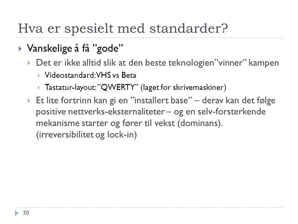 """Hva er spesielt med standarder?  Vanskelige å få """"gode""""  Det er ikke alltid slik at den beste teknologien""""vinner"""" kampen  Videostandard: VHS vs Bet"""