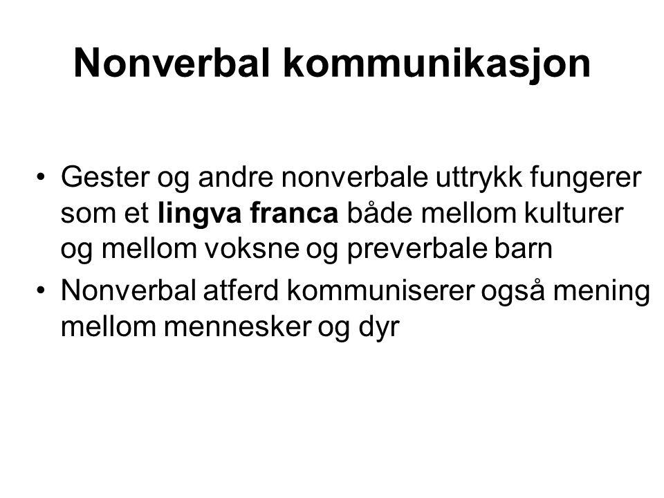 Nonverbal kommunikasjon Gester og andre nonverbale uttrykk fungerer som et lingva franca både mellom kulturer og mellom voksne og preverbale barn Nonverbal atferd kommuniserer også mening mellom mennesker og dyr