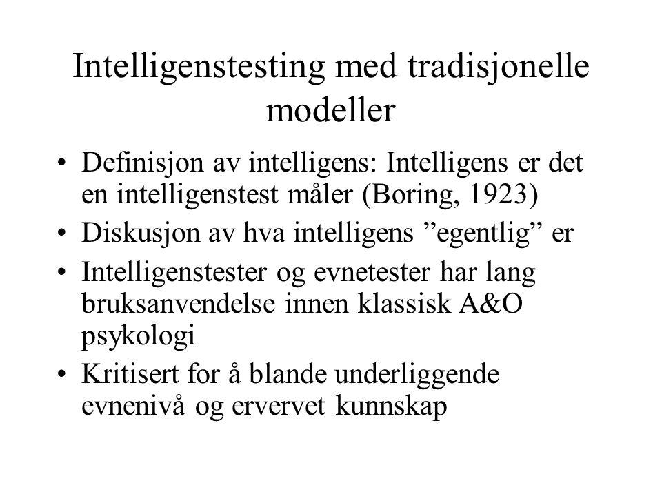 Intelligenstesting med tradisjonelle modeller Definisjon av intelligens: Intelligens er det en intelligenstest måler (Boring, 1923) Diskusjon av hva i