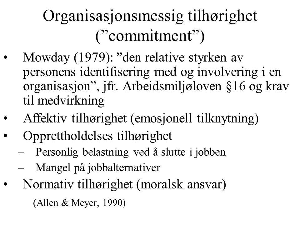 """Organisasjonsmessig tilhørighet (""""commitment"""") Mowday (1979): """"den relative styrken av personens identifisering med og involvering i en organisasjon"""","""