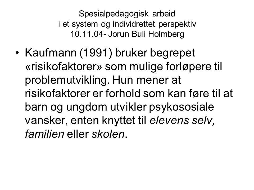 Spesialpedagogisk arbeid i et system og individrettet perspektiv 10.11.04- Jorun Buli Holmberg Kaufmann (1991) bruker begrepet «risikofaktorer» som mu
