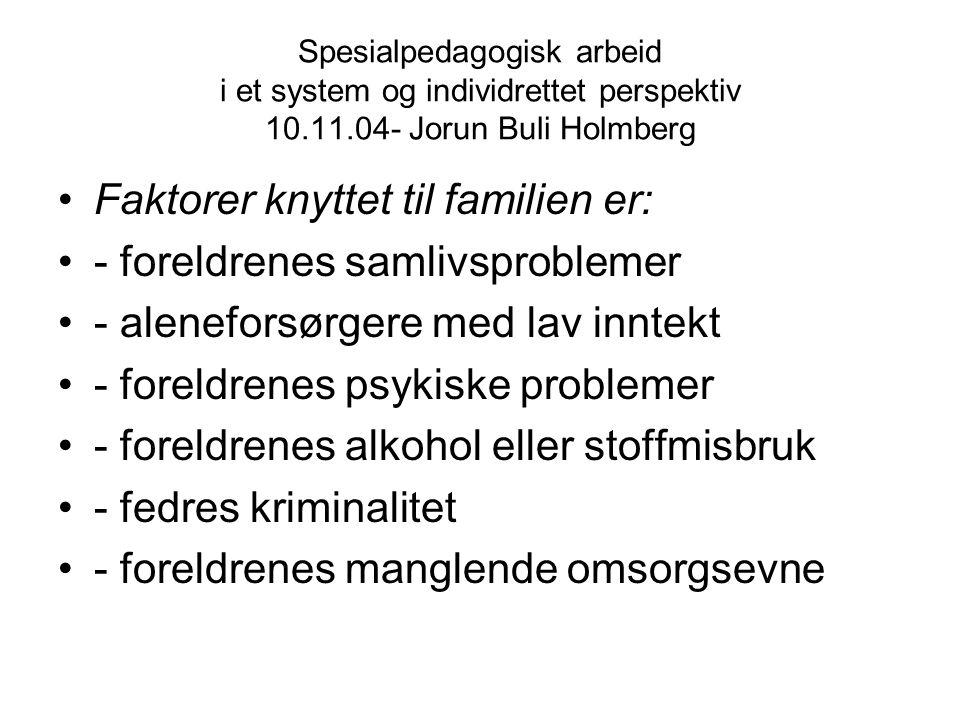 Spesialpedagogisk arbeid i et system og individrettet perspektiv 10.11.04- Jorun Buli Holmberg Faktorer knyttet til familien er: - foreldrenes samlivs