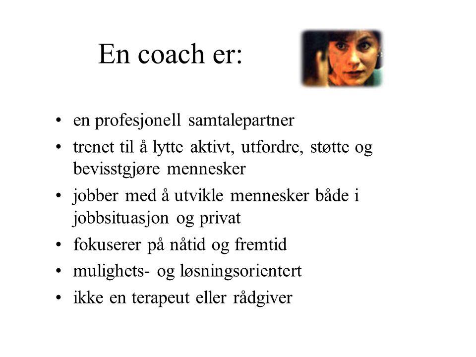 En coach er: en profesjonell samtalepartner trenet til å lytte aktivt, utfordre, støtte og bevisstgjøre mennesker jobber med å utvikle mennesker både
