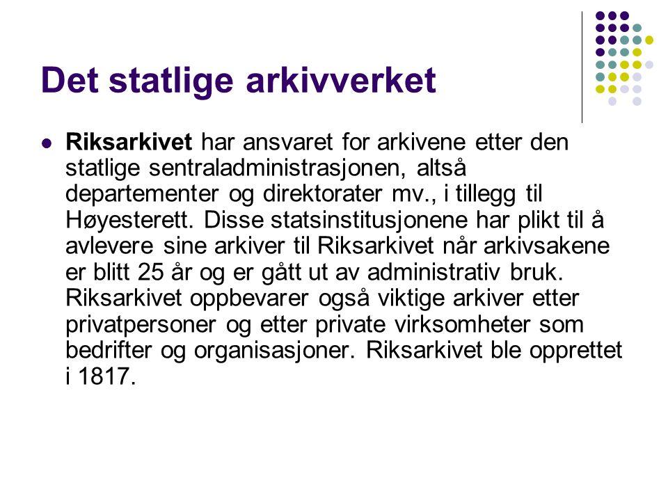 Det statlige arkivverket Riksarkivet har ansvaret for arkivene etter den statlige sentraladministrasjonen, altså departementer og direktorater mv., i tillegg til Høyesterett.