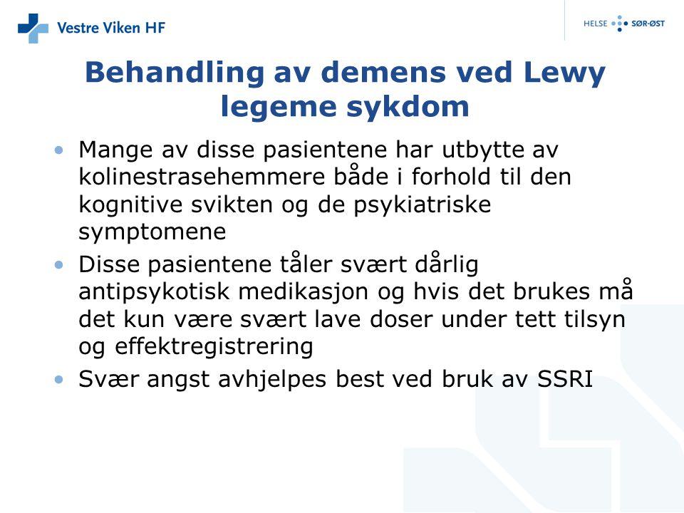 Behandling av demens ved Lewy legeme sykdom Mange av disse pasientene har utbytte av kolinestrasehemmere både i forhold til den kognitive svikten og de psykiatriske symptomene Disse pasientene tåler svært dårlig antipsykotisk medikasjon og hvis det brukes må det kun være svært lave doser under tett tilsyn og effektregistrering Svær angst avhjelpes best ved bruk av SSRI
