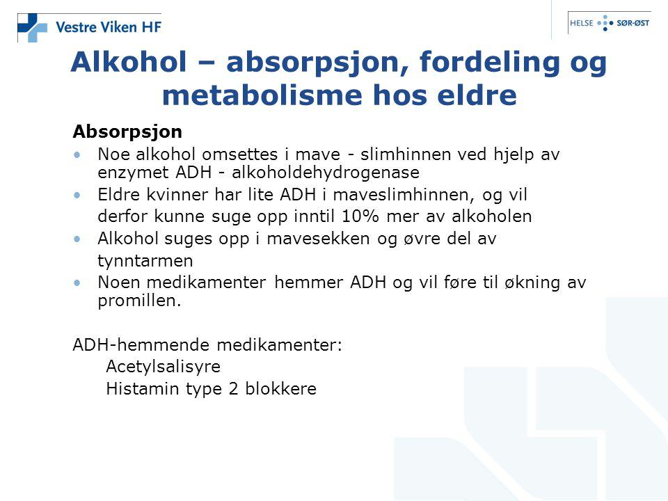 Alkohol – absorpsjon, fordeling og metabolisme hos eldre Absorpsjon Noe alkohol omsettes i mave - slimhinnen ved hjelp av enzymet ADH - alkoholdehydrogenase Eldre kvinner har lite ADH i maveslimhinnen, og vil derfor kunne suge opp inntil 10% mer av alkoholen Alkohol suges opp i mavesekken og øvre del av tynntarmen Noen medikamenter hemmer ADH og vil føre til økning av promillen.