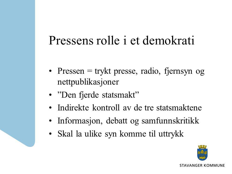 """Pressens rolle i et demokrati Pressen = trykt presse, radio, fjernsyn og nettpublikasjoner """"Den fjerde statsmakt"""" Indirekte kontroll av de tre statsma"""