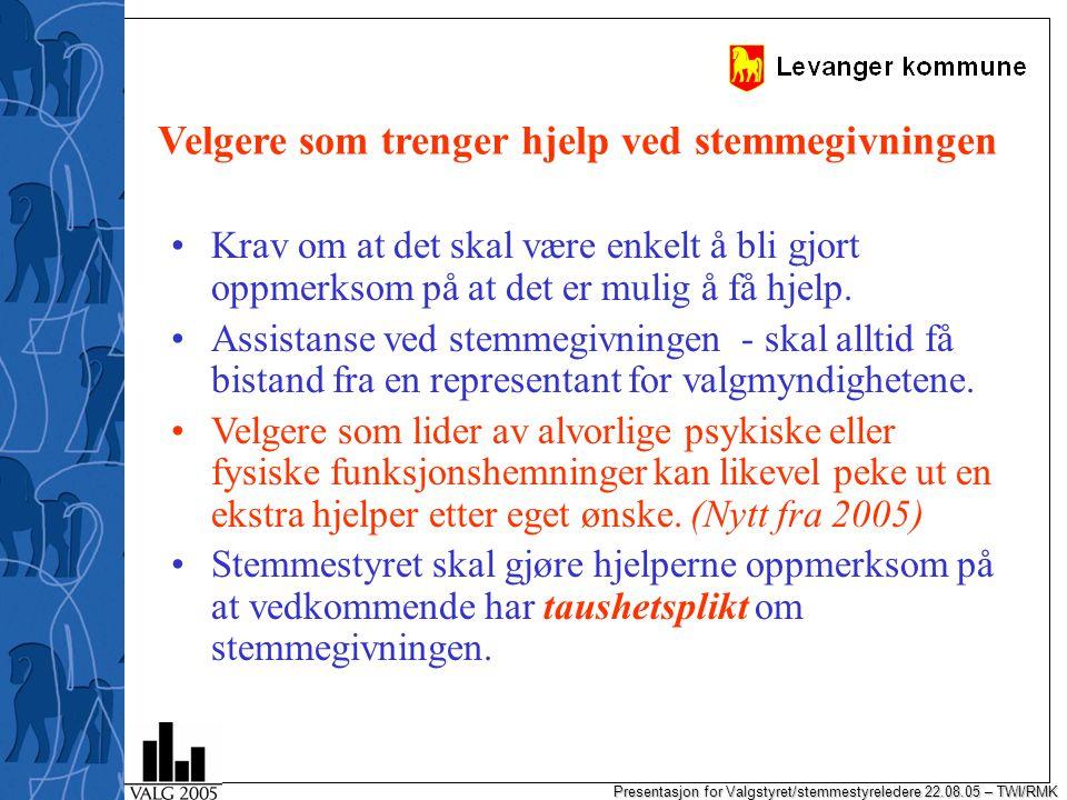 Presentasjon for Valgstyret/stemmestyreledere 22.08.05 – TWI/RMK Velgere som trenger hjelp ved stemmegivningen Krav om at det skal være enkelt å bli gjort oppmerksom på at det er mulig å få hjelp.